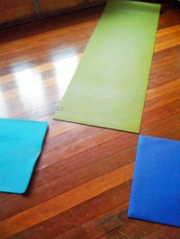 Intimate yoga class, star formation