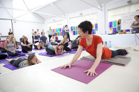 Donna Farhi teaches alignment principles in a yoga class