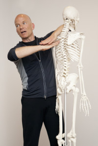 Markus explaining anatomy on a Yin Yoga Teacher Training
